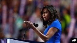 Ibu negara Michelle Obama berbicara pada hari pertama Konvensi Nasional Partai Demokrat di Philadelphia, Senin (25/7). (AP/Paul Sancya)