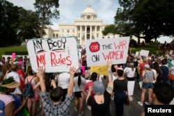 Marcha por la Libertad Reproductiva para protestar una restrictiva nueva ley antiaborto frente al Capitolio estatal de Alabama, el 21 de mayo de 2019.
