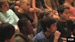 Djeca u privatnoj školi u Los ANgelesu su budno slušala trojicu klerika - dugogodišnjih prijatelja