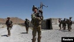 Arhiva - Trupe SAD patroliraju u bazi avganistanske nacionalne armije u pokrajini Logar, 7. avgusta 2018.