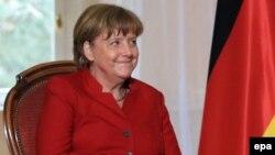 La chancelière allemande Angela Merkel assiste à une réunion avant la 18e réunion du cabinet français-allemand à Metz, France 07 Avril 2016. EPA / THIBAULT CARMUS / POOL
