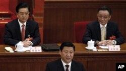 (左起)胡錦濤,習近平,吳邦國在2008年人大會議上