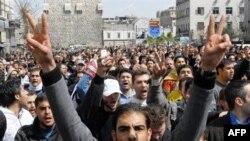 Şahidlər Suriyada polisin nümayişçilərə atəş açdığını deyir