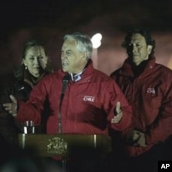 Chile's President Sebastian Pinera, center, first lady Cecilia Morel, left, and Mining Minister Laurence Goldburn, right, talk to the press after the rescue of the first of 33 trapped miners at the San Jose Mine near Copiapo, 13 Oct. 2010