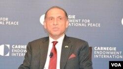 """مقامات افغانستان سفیر پاکستان در واشنگتن را شخص """"نا آگاه و بی خبر"""" خطاب کرده اند"""
