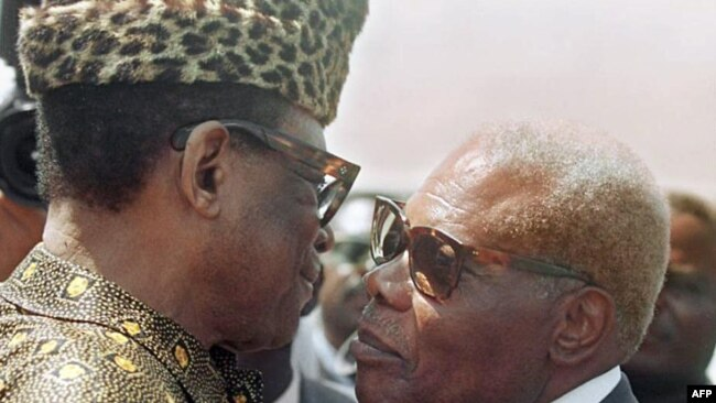 Perezida Pascal Lissouba (i buryo) na Perezida wa Zaire ya kera, Mobutu Sese Seko