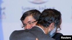 Turski ministar inostranih poslova Ahmed Davutoglu čestita šefu Sirijske nacionalne koalicije Muazu Al Katibu.