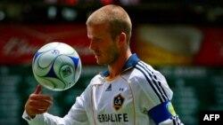 Pemain bintang Los Angeles Galaxy, David Beckham, dalam suatu pertandingan dengan DC United. (Foto: Dok)