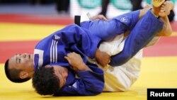 Yaponiyalik Ebinuma Masashi, qirg'izistonlik Bayalinov Islom. Dzyudo bo'yicha jahon chempionati, 23-avgust, 2011-yil.