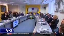 Hoti: çdo shtyrje për heqjen e tarifave rrezikon izolimin e Kosovës