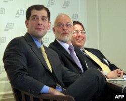 教育专家(左起)史马利克、史耐德、海斯