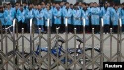 Aksi mogok pekerja pabrik IBM di Shenzhen, province Guangdong, China.