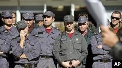 葡萄牙消防队员在全国罢工日出现在他们的总部外