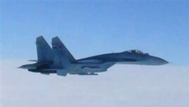 Ruski borbeni avion tipa SU-27 snimljen iznad japanskog ostrva Hokaido, 7. februara 2013