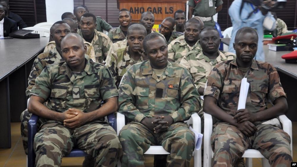 Des soldats nigerians acccusés d'avoir refusé de combattre Boko Haram.
