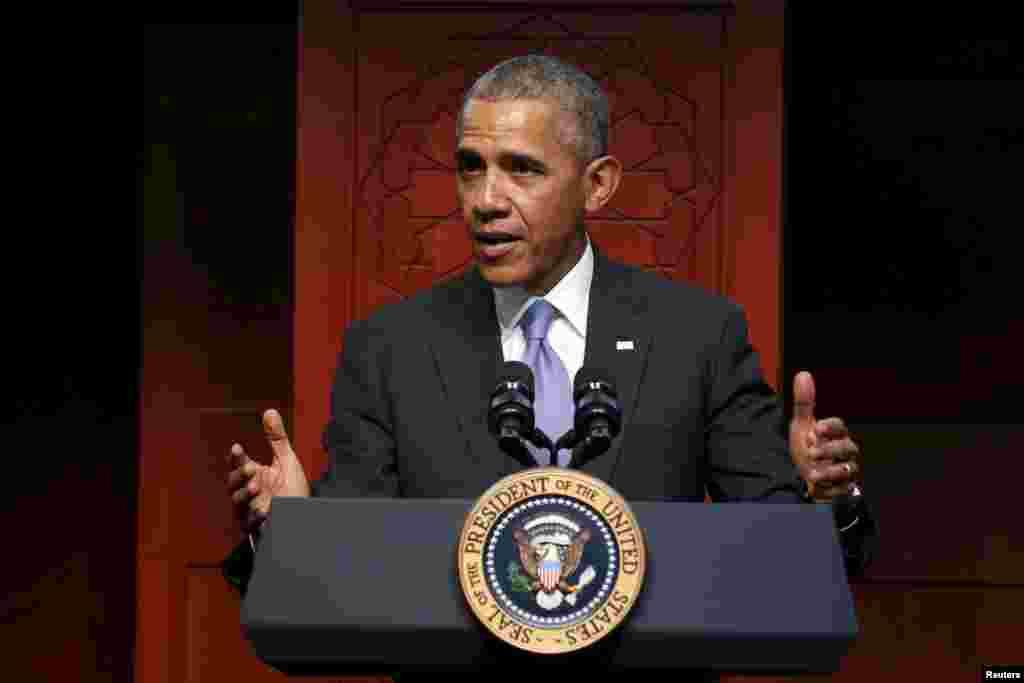 بالٹی مور کی مسجد الرحمٰن کی اسلامک سوسائٹی سے خطاب میں صدر نے کہا کہ بہت ہی قلیل لوگوں کے فعل کا الزام پوری مسلمان برادری پر لگا دیا جاتا ہے، جو بات درست نہیں۔