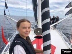 Greta Thunberq saat berlayar melintasi Samudera Atlantik dari Inggris menuju AS dengan perahu layar emisi nol karbon.