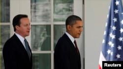 資料圖片顯示2012年3月14日美國總統奧巴馬(右)和英國首相卡梅隆(左)一起在白宮露面