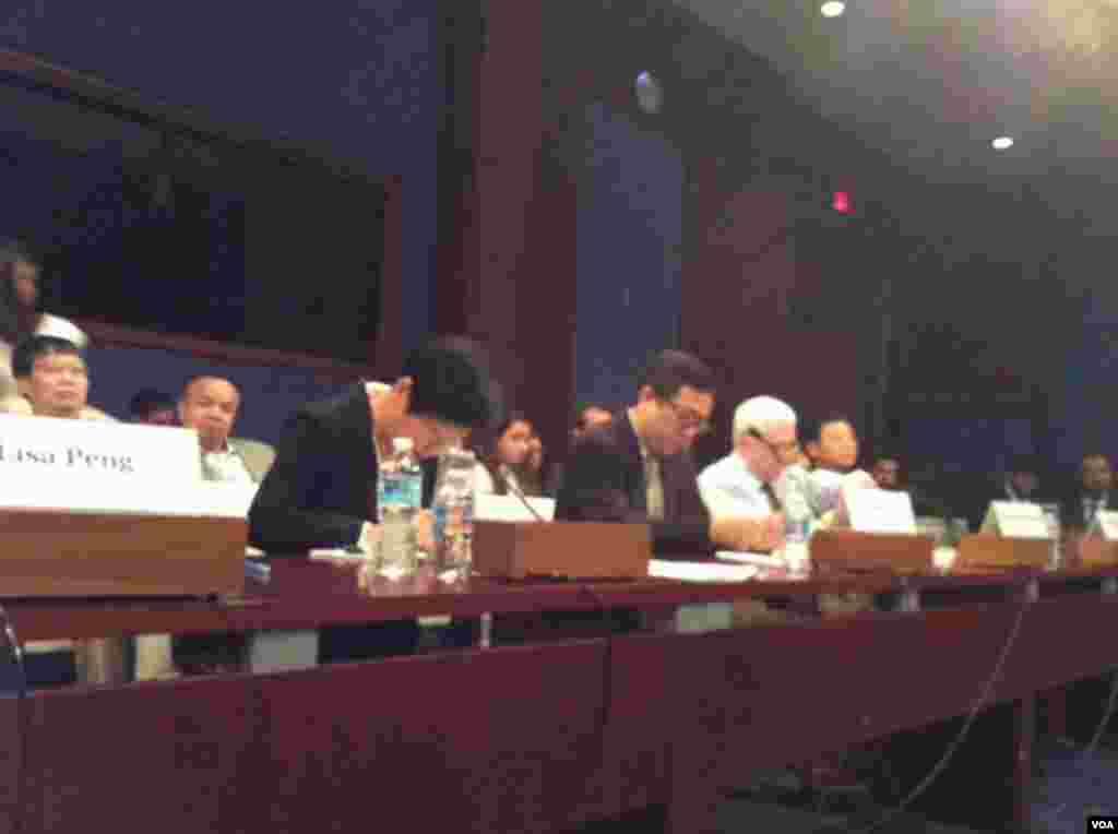 """国会六四听证开始。主题""""中国1989-2015 天安门,人权与民主""""。史密斯众议员主持听证(美国之音杨晨拍摄)"""