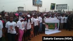 Les militants de l'UFDG à Gbessia, Guinée, le 28 janvier 2018. (VOA/ZakariaCamara)