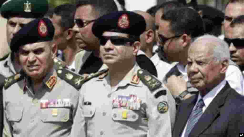 ژنرال عبدالفتاح السیسی، فرمانده ارتش مصر قصد دارد نامزد پست ریاست جمهوری شود.