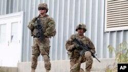 아프가니스탄의 카불에서 경계 근무를 서고 있는 나토 소속 미군. (자료사진)