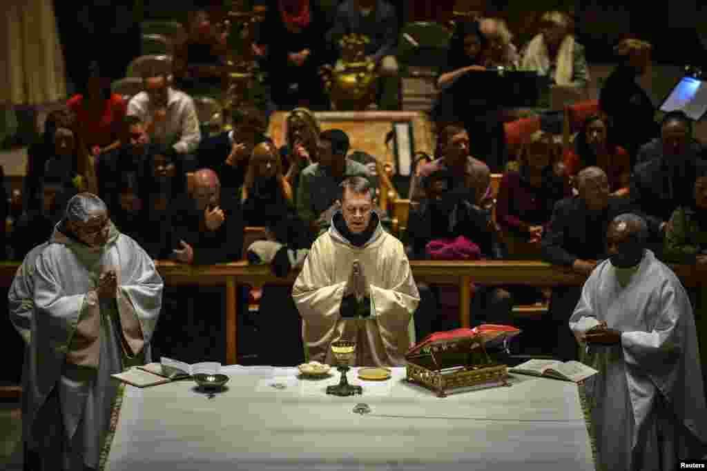 کرسمس کے تہوار کی مناسبت سے خصوصی دعائیہ تقاریب کا اہتمام بھی کیا جاتا ہے۔