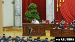 김정은 북한 국무위원장이 지난해 12월 평양에서 열린 당 중앙위 제7기 제5차 전원회의에서 연설하고 있다.