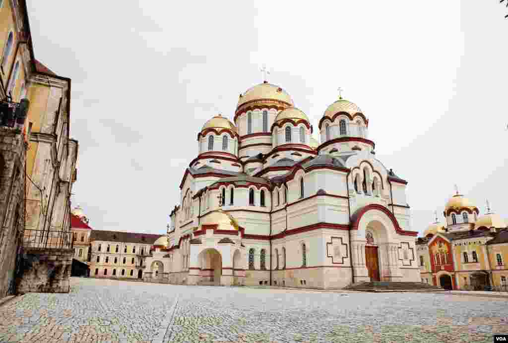 Used as a warehouse during the Soviet era, New Athos Monastery how has newly restored gold domes and freshly painted white walls. It is the pride of contemporary Abkhazia. (V. Undritz/VOA)