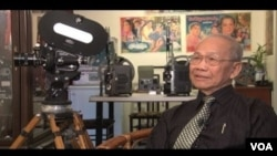 In an exclusive first interview with VOA Khmer at his studio in Montreal, Canada, renowned filmmaker Tea Lim Koun looked back at the Cambodian film industry.