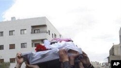 Syrian anti-government protesters carry the coffin of an activist who was killed on Friday during his funeral procession in Quaboun near Damascus, Syria (File Photo)