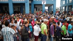 Venezuelan migrants wait to cross border at the Binational Border Service Center of Peru, on the border with Ecuador, in Tumbes, Peru, Oct. 31, 2018.