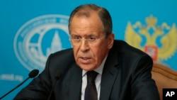 El ministro de Relaciones Exteriores de Rusia, Sergei Lavrov, exhortó a un cese el fuego inmediato e incondicional en Ucrania.