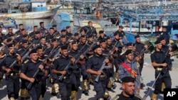 Gazze'de yürüyüş yapan Hamas'a bağlı güvenlik güçleri