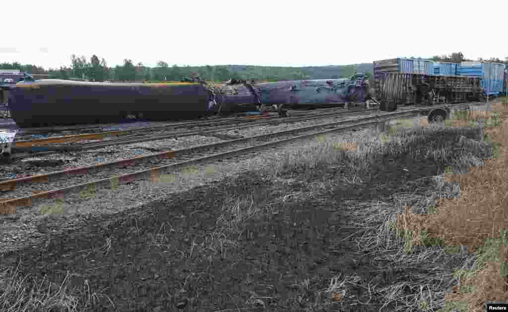 Toa xe lửa bị lật ở Lac Mégantic, Québec, Canada, 9 tháng 7, 2013.