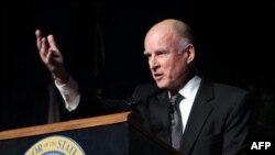Новый «старый» губернатор Калифорнии Джерри Браун на церемонии инаугурации. Сакраменто. Калифорния. 3 января 2011 года