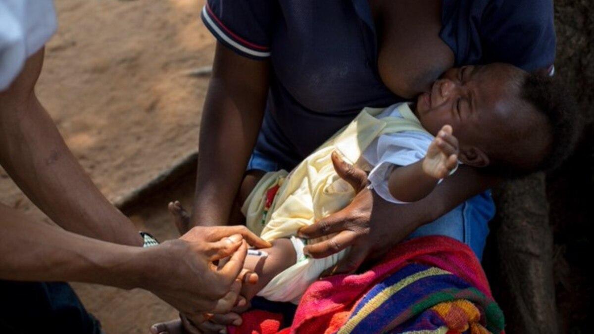 Course de vitesse contre la rougeole, plus meurtrière qu'Ebola - VOA Afrique