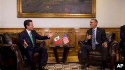 Meksički i američki predsednik, Enrike Penja Nijeto i Barak Obama, tokom susreta u meksičkom gradu Toluka