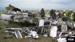 Reruntuhan pesawat PBB yang jatuh di jatuh di Kinshasa, Republik Demokratik Kongo, Senin (4/4).