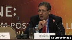 Колишній посол США в Україні, Джон Гербст, директор центру досліджень Євразії в аналітичному центрі Atlantic Council (США).