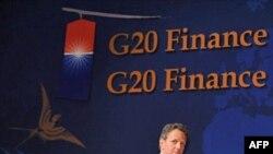 Ministar finansija SAD, Timoti Gajtner prisustvovao je konferenciji za novinare posle završetka samita G20 u Južnoj Koreji, 23. oktobar 2010.