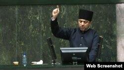 Hadi Bahadıri İran parlamentində çıxış edir