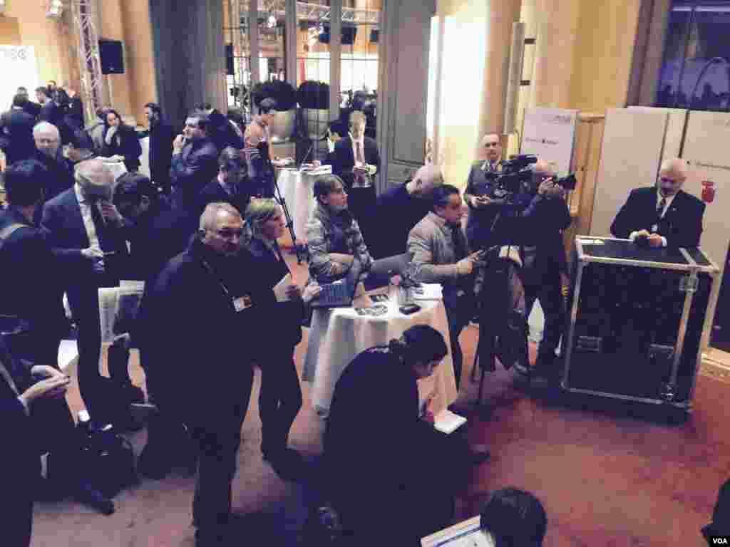 تصاویر اختصاصی بخش فارسی صدای آمریکا از هتل محل برگزاری کنفرانس امنیتی مونیخ در آلمان – جمعه ۱۷ بهمن ۱۳۹۳ (۶ فوریه ۲۰۱۵)