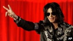 Thần tượng nhạc pop Michael Jackson đã qua đời vào tháng 6 năm 2009 tại Los Angeles.