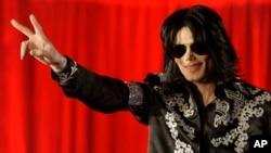 Mendiang Michael Jackson dalam sebuah jumpa pers pada 2009. (Foto: Dok)