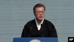 ေတာင္ကိုရီးယား ဆိုးလ္ၿမိဳ႕မွာ က်င္းပတဲ့ မတ္လ ပထမဆံုးေန႔ လြတ္လပ္ေရး လႈပ္ရွားမႈေန႔႔ရဲ႕ နွစ္ ၁၀၀ ျပည့္ အထိမ္းအမွတ္ အခမ္းအနားမွာ ေတာင္ကိုရီးယား သမၼတ Moon Jae-in မိန္႔ခြန္းေျပာစဥ္ (မတ္၊ ၁၊ ၂၀၁၉)
