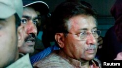 巴基斯坦前总统穆沙拉夫4月20日离开伊斯兰堡的一家法院