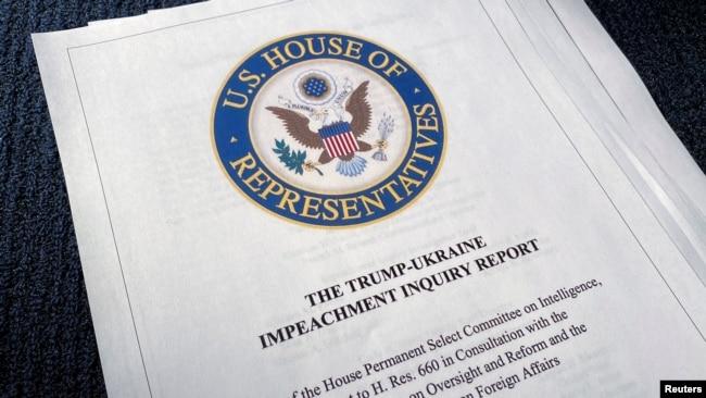 Izveštaj demokrata o istrazi o opozivu predsednika Donalda Trampa (Foto: Reuters/Jim Bourg)