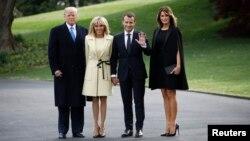 Президент США Дональд Трамп с супругой Меланией и президент Франции Эммануэль Макрон с супругой Бриджит в Белом доме. Вашингтон, США. 23 апреля 2018 г
