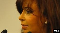 La presidenta argentina Cristina Fernández de Kirchner, esperará la decisión del Congreso sobre Redrado.